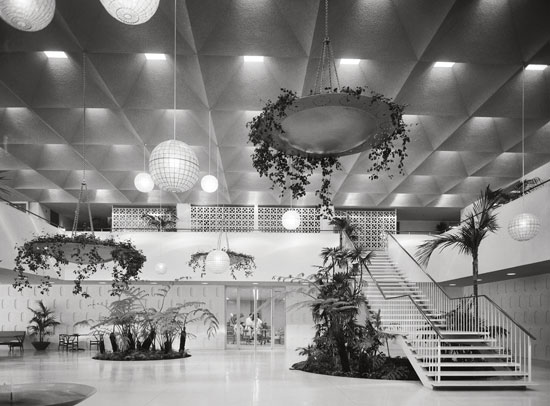 Edward Durell, Stone Stuart Pharmaceutical Company, Pasadena, 1958. Picture credit: courtesy of the Estate of Marvin Rand (pages 54-55)