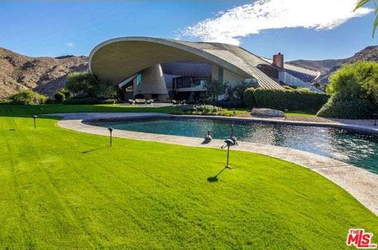 13. 1980s John Lautner-designed Bob & Dolores Hope Estate in Palm Springs, California, USA