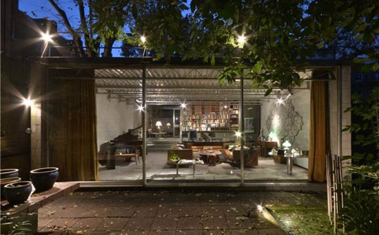 17. 1960s Norman Foster and Michael and Patty Hopkins coach house conversion in London NW3