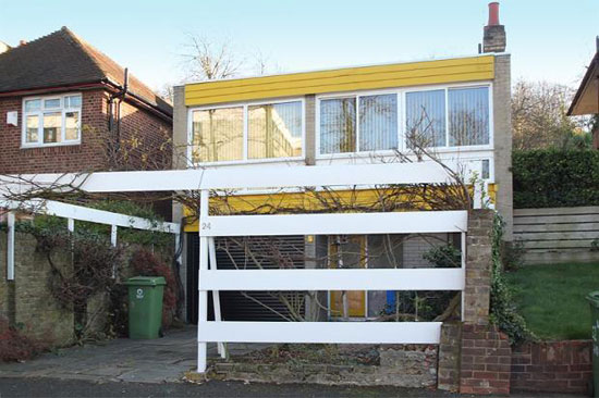 18. 1960s three-bedroom detached house in London SE23