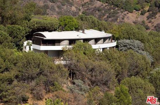 19. 1980s John Lautner-designed Alden Schwimmer Residence in Beverly Hills, California, USA