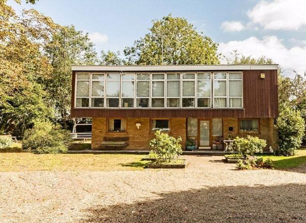22. 1960s Kenneth Wood modern house in Hampton, Greater London
