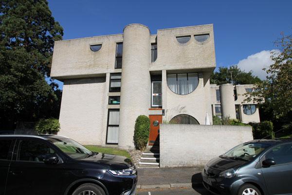 25. 1960s modernism: Lawrence Abbott-designed modernist property in Frimley, Surrey