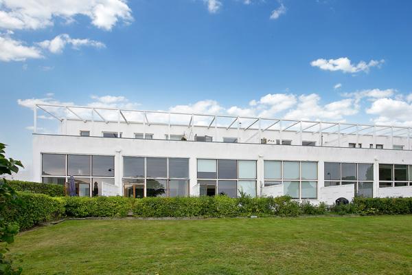 28. Arne Jacobsen modernism: 1950s townhouse in the Bellevue complex, Klampenborg, near Copenhagen, Denmark