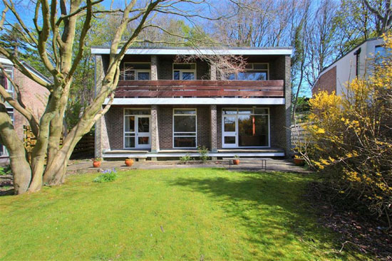 31. 1960s modernist property in Sheffield, South Yorkshire