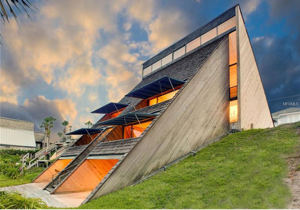 44. 1970s modernism: William Morgan-designed property in Atlantic Beach, Florida, USA