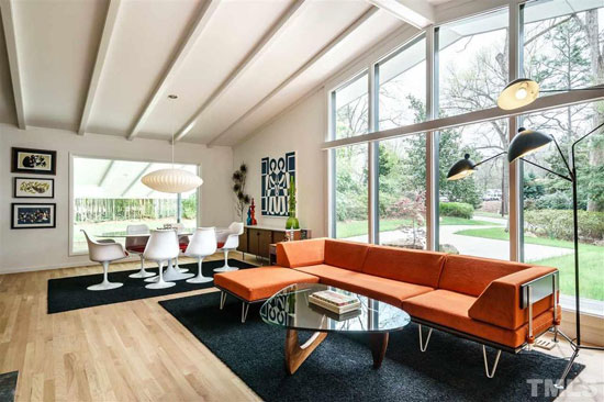 48. 1950s midcentury modern: Four-bedroom property in Raleigh, North Carolina, USA