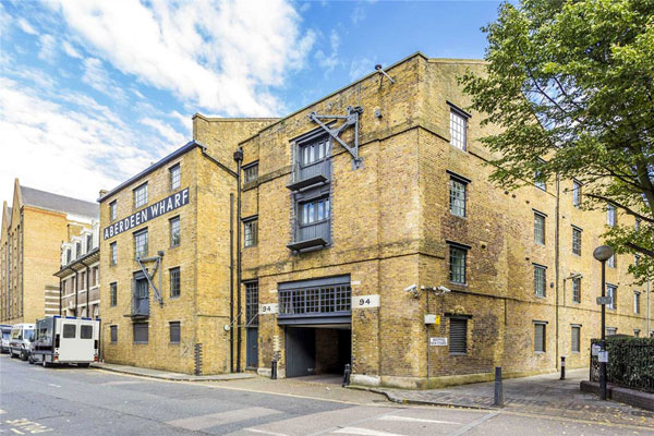 Apartment in the Aberdeen Wharf warehouse conversion, London E1W