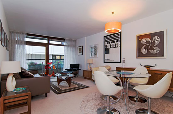 1960s modernism: Apartment in Andrewes House for sale on the Barbican Estate, London EC2Y