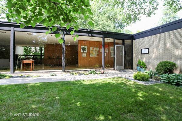 1950s modernism: A. James Speyer-designed property in Highland Park, Illinois, USA