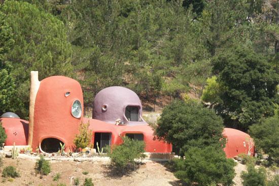11. 1970s William Nicholson-designed Flintstone House in Hillsborough, California, USA
