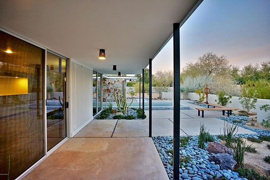1950s Alfred Newman Beadle-designed midcentury modern property in Paradise Valley, Arizona, USA