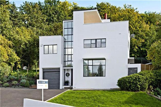 1930s Connell and Ward-designed Second Sun House in Amersham, Buckinghamshire