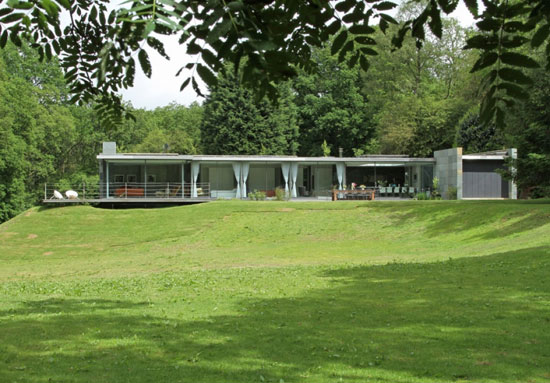 On the market: Archplan-designed contemporary modernist house in Farnham, Surrey