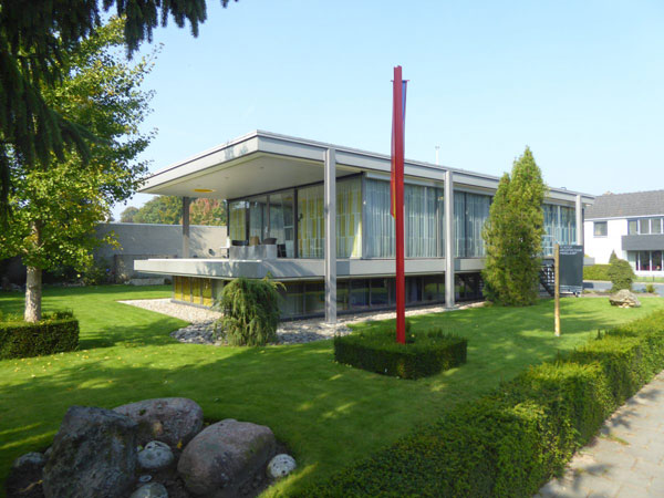 1970s H.G. Smelt-designed Glazen Huis in Geldrop, Holland