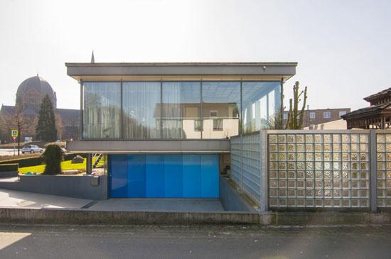 1970s H.G. Smelt-designed Glazen Huis in Geldrop, Holland