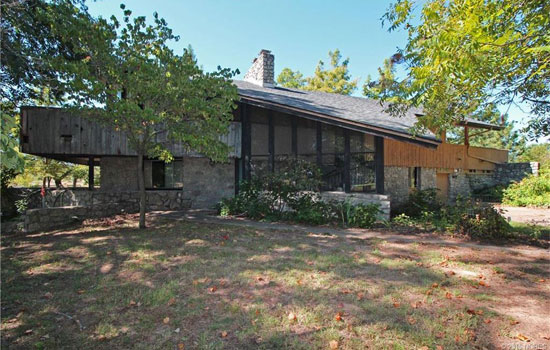 Time Capsule for sale: 1970s midcentury modern property in Sand Springs, Oklahoma, USA