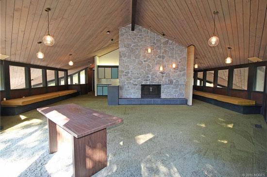 1970s midcentury modern property in Sand Springs, Oklahoma, USA