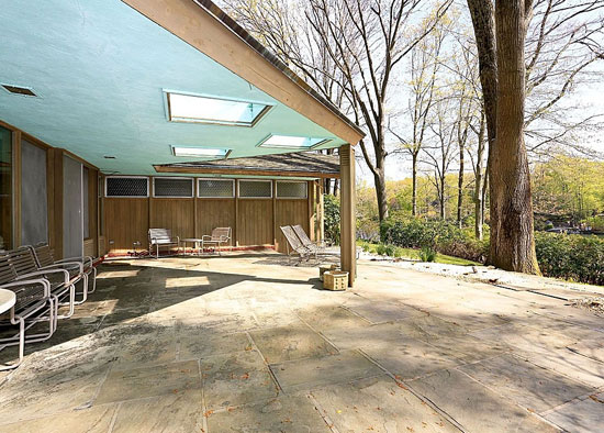 1950s four-bedroom midcentury modern property in Armonk, New York State, USA