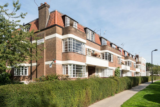 On the market: Apartment in the 1930s Howes and Jackman-designed art deco Clissold Court, London N4