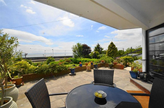 Two-bedroom art deco-style apartment in Leigh-On-Sea, Essex