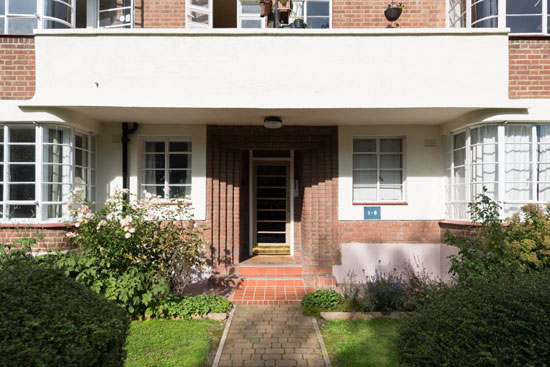 Apartment in the 1930s Howes and Jackman-designed art deco Clissold Court, London N4