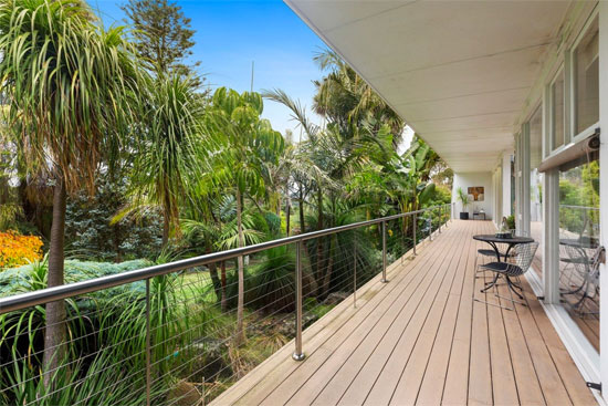 1960s midcentury modern property in Park Orchards, Victoria, Australia