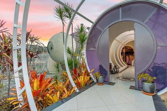 Graham Birchall Bubble House in Karalee Queensland, Australia
