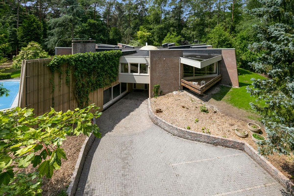 Star-shaped modernism: 1970s house in Kapellen, Belgium