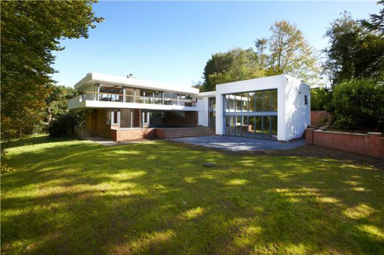 1960s grade II-listed Debden Hollow modernist property in Barford, near Warwick, Warwickshire