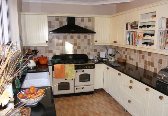 Three-bedroom 1930s art deco property in Barry, Vale of Glamorgan