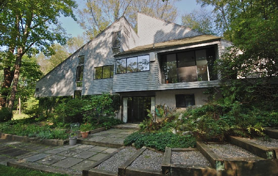 On the market: 1970s Richard Kaeyer-designed modernist property in Bedford, Massachusetts, USA