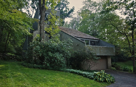 1970s Richard Kaeyer-designed modernist property in Bedford, Massachusetts, USA