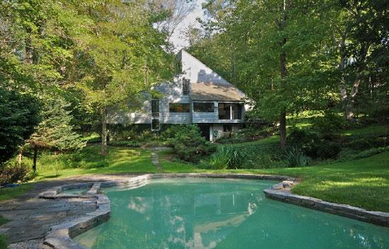 1970s Richard Kaeyer-designed modernist property in Bedford, Massachusetts, USA
