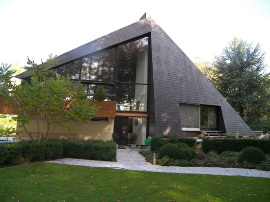 1970s midcentury five bedroom house in Hertsberge, West Flanders, Belgium