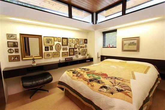 1960s modernism: Four-bedroom property in Benfleet, Essex