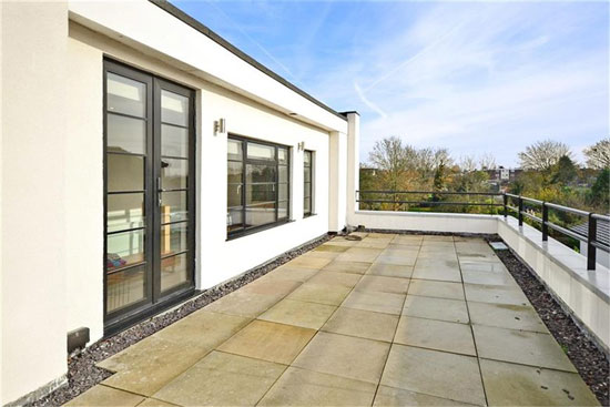 1930s grade II-listed art deco property in Bexleyheath, Kent