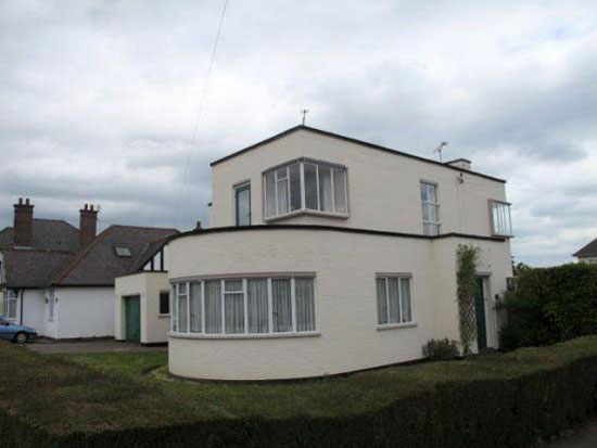 Three bedroom 1930s art deco house in Birstall, Leicester