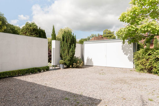 Michael Dewberry-Designed single-storey modernist property in Bishopstrow, Wiltshire