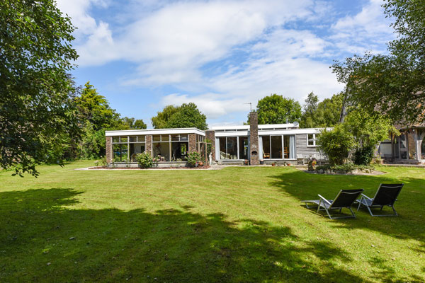 1960s modernism: Single-storey property in Bosham, West Sussex