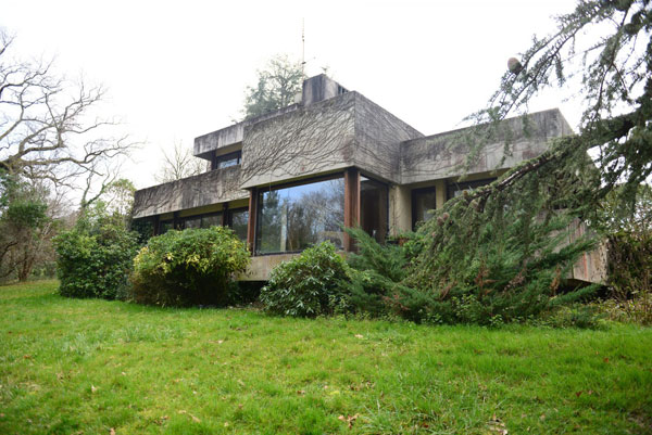 1980s brutalist house near Bordeaux, France