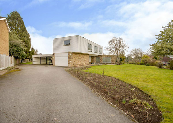 1970s modernist property in Bramcote, Nottingham