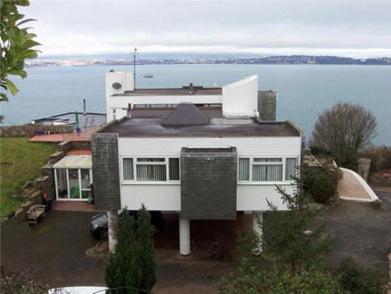 1960s Mervyn Seale-designed four-bedroom modernist house in Brixham, Devon