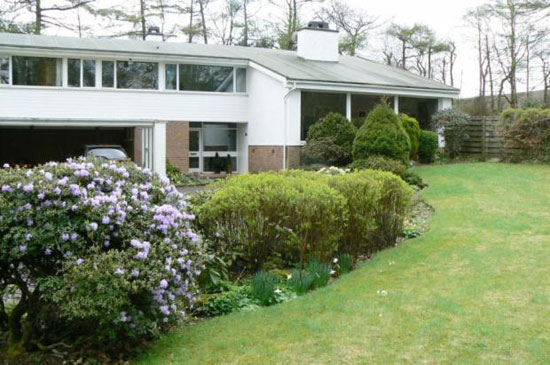 Midcentury-style five bedroom detached house in Brookfield, Johnstone, Renfrewshire