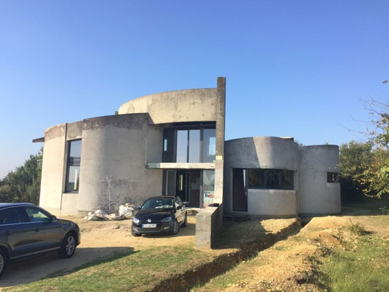 1970s brutalist renovation project in Saujon, France