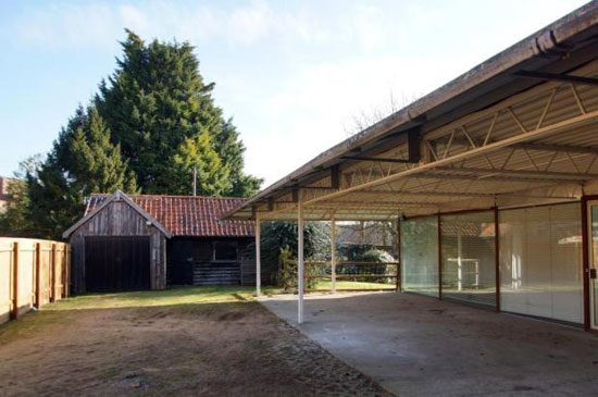 Sir Michael Hopkins-designed four bedroom glass house in Bury St Edmunds, Suffolk