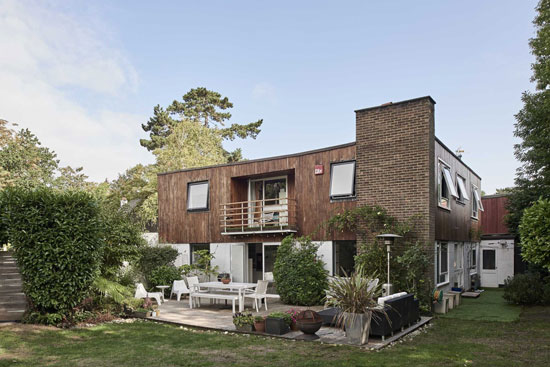 1960s modernist house in West Byfleet, Surrey