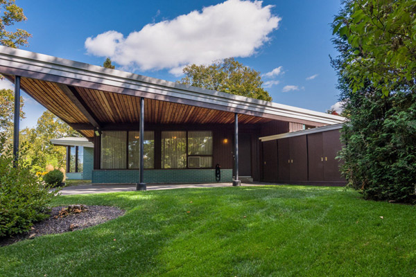 1950s Jacques Coutu midcentury modern house in Laurentides, Quebec, Canada