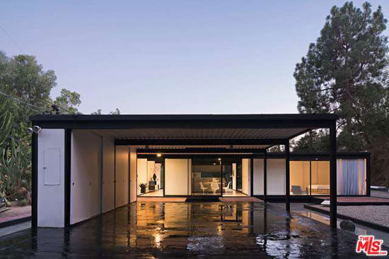 1950s Pierre Koenig-designed Case Study House #21 in Los Angeles, California, USA