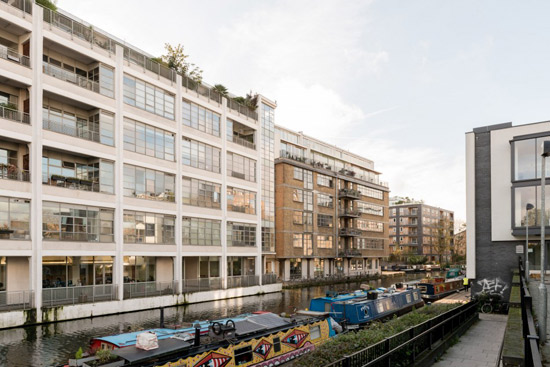 Apartment in the Child Graddon Lewis-designed Canal Building in London N1